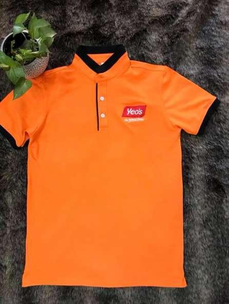 Đồng phục áo thun có cổ màu cam