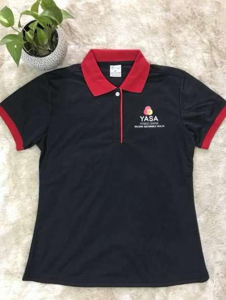 Đồng phục áo thun cổ trụ màu đen viền đỏ